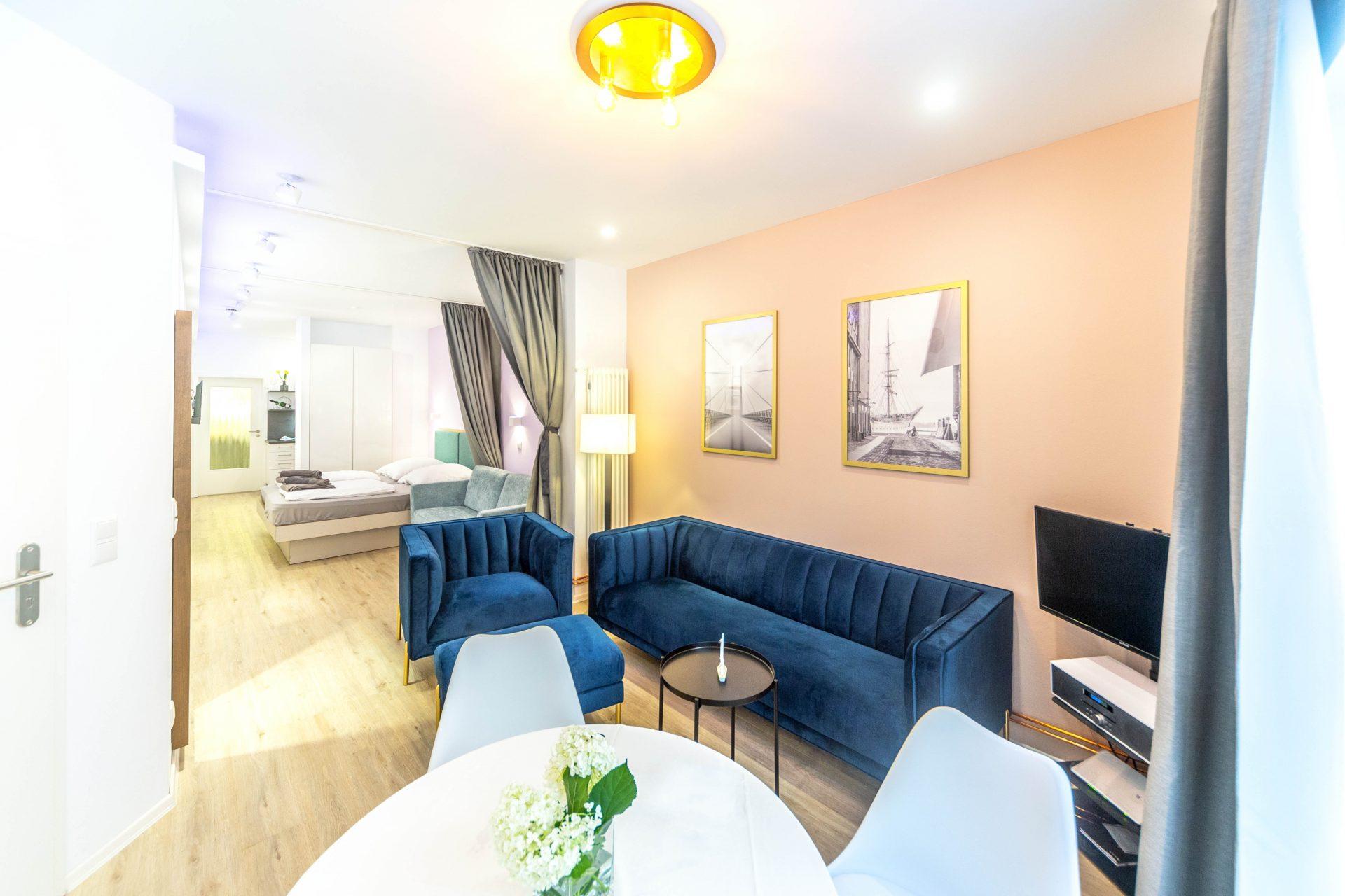 Wohnzimmer Sofa und TV